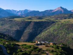 1.5亿豪宅竟建在悬崖边 家中随处可望绝美山景